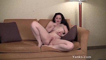 Yanks MILF Caroline Pierce Moaning