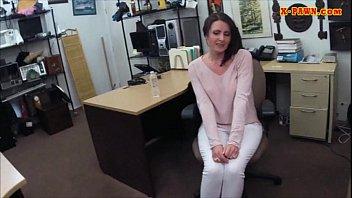 customer got her wife fucked hard by pawnkeeper