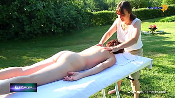 Full Body massage for naked woman / Masaje de cuerpo completo para mujer desnuda