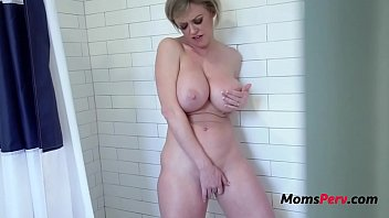 MOM says yes to fuck me- Dee Williams