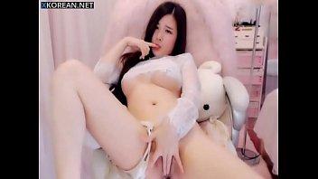 Beautiful Chinese Girl Masturbate On Webcam