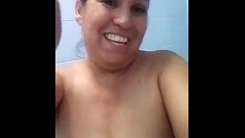 Señora madura caliente manda videos enseñando (60 FPS)