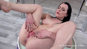 Dark pussy wet juice Wetandpissy - vibrator play for piss drenched babe quinn lindermann