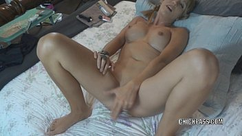Blonde slut Jolene is giving an extra sloppy blowjob Vorschaubild