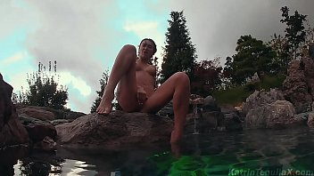 Sexy Babe Masturbate Pussy Outdoor - Hot Solo at the Resort صورة