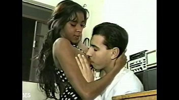 Novinha went to fix the antenna in electronics and took cock in the pussy - Sandro Lima