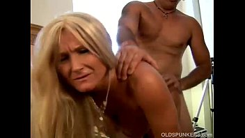 Older wifes pussy Glamorous grandma enjoys a sloppy rimjob