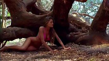 Busting bikini - Supergator: sexy bikini girl