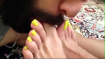 Rojhin Rasuli an Iranian mistress she is the most beautiful mistress all over the world with a slave kissing her feet and licking her soles and sucking her amazing toes
