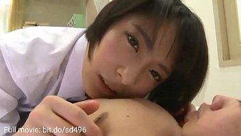 9870 پسر عموی با دمیدن خروس از برادر بیمار مراقبت می کند preview