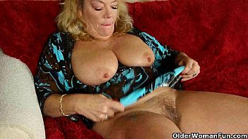 Old pussy nylon video - Office granny in pantyhose gives her old pussy a treat