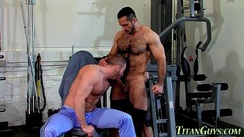 Musculado peludo porno gay video Well Hung Bear Jizzed On Xvideos Com