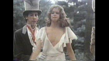 Alicia en el país de las maravillas: un porno musical (1976)