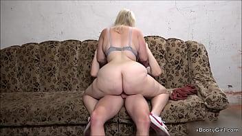 Teen Gets a Cock in Her Big Ass in the Garage. -> www.BootyassGirl.com <- Porno indir
