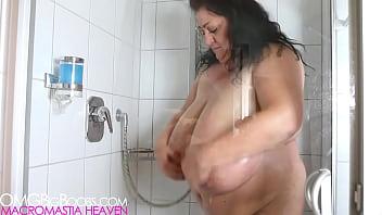 Big plumper mom showers