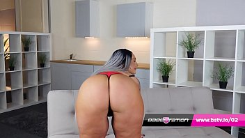 Hot British Bbw Twerks Her Big Ass And Wanks On The Sofa