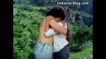 Mallu young beauty hugh boob grab in river.What is the movie actress name please Vorschaubild