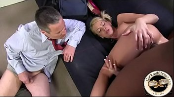 Cum eating cuckold cleans up thick black cum Vorschaubild