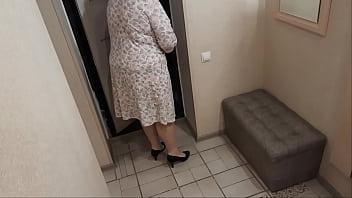 Slut housewife seduces delivery boy  - 69VClub.Com