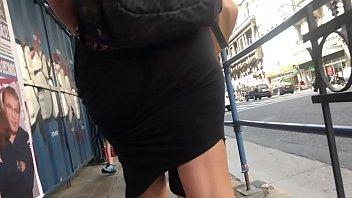 Caminando Por La Calle Con Vestido Transparente Mostrando La Cola, Exhibicionismo