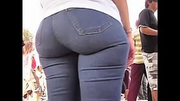mulher bunduda jeans