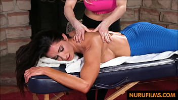masseuse learns to eat pussy