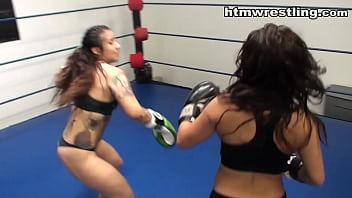 Tattoo Girl vs Instagram Queen Boxing