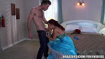 Brazzers - Momique makes fantasy come true