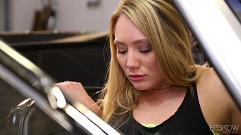 Cellulare loghi sexy Aj applegate gets facialed in an olds mobile