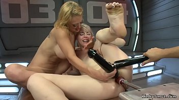 Fisting maschinen - Blonde lesbians fucking machines in bed
