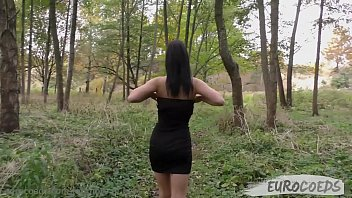blera wants pee and I shoot her how she do it outdoors
