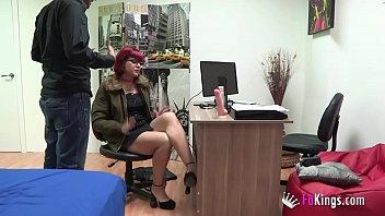 Tricking an unexperienced young girl into accepting a job as porn model Vorschaubild