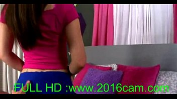 Sexy teen with blue eyes showing her bra and talks in bed(www.2016cam.com)