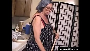 Gray-haired grandmother is seriously fucking old 10分钟