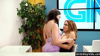 Tv anchor orgasm on air Vorschaubild