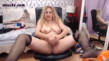 Old blondy wait some one and mastrubate