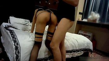 Amateur Asian bitch sucks a cock in a hotel room