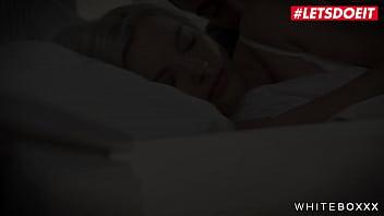 #LETSDOEIT – #Apolonia Lapiedra #Zazie Skymm #Nikki Nuttz – Surprise Threesome With Two Hot Teens – FULL SCENE