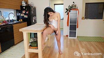 Yanks Catalina Rene's Hot Vibrating Action