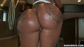Tattoo Booty Babe Bella Bellz