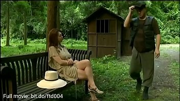hot milf was fucked by two man in the forest 5分钟