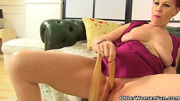 Streaming Video English granny Sensual Caroline plays with her old fanny - XLXX.video