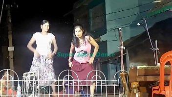 দেখুন রাতের বেলা যাত্রা রঙ্গমঞ্চে কি রকম নাচ হয় !! Super Jatra recording dance !! Bangla Village ja - YouTube.MP4