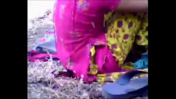 Forest porn - Muslim girl fuck with her boyfriend in to the forest. delhi indian sex video