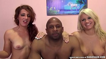 Savannah Fox and Laela Pryce have squirting and screaming orgasm
