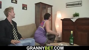 Drunk women pussy Hunky dude fucks her hairy old pussy
