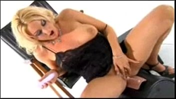 Sindy Lange squirts riding the sybian