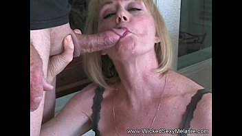 Amateur GILF Plays With Granny Pussy pornhub video