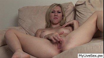naked amateur girl live on webcam