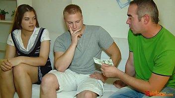 18videoz - إنه يحتاج إلى المال ولوتا يحتاج الديك